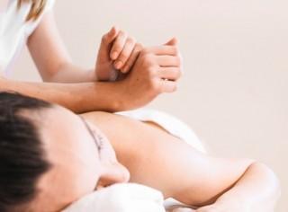 0-1576_0-2759_concepto-masaje-mujer-relajada_23-2147821096